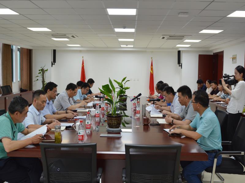 王普纁huang瞙uicai料黄金城wang址学校调研职业教育