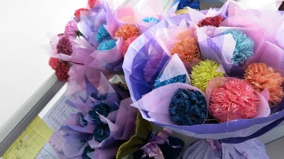 同学手工制作的精美花朵
